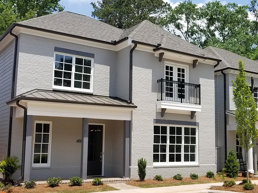 The Linton & Main community by Windsong Properties in Woodstock, GA features 10 homes and townhomes offering the convenience of downtown and the best of the city life.